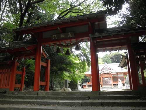 山中八幡の門