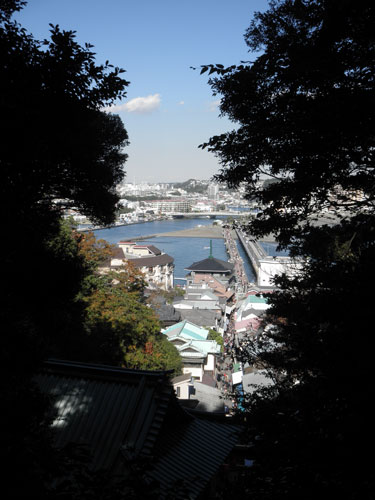 江ノ島への道