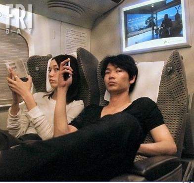 綾野剛と戸田恵梨香の熱愛画像2
