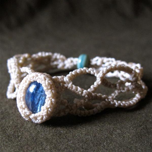 Kyanite Curvy Bracelet