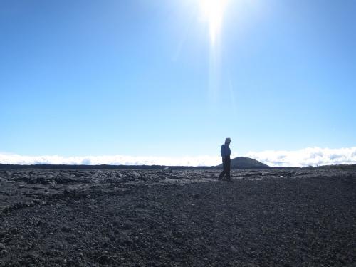 溶岩を歩く