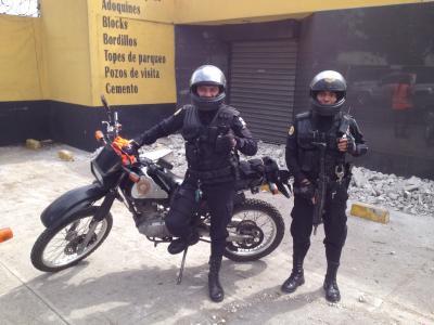 グアテマラ 警察 DR200 UZI ウージー