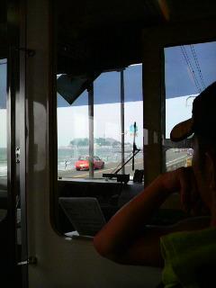 江ノ電車内から見た江の島
