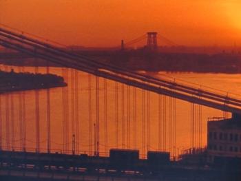 夕日に浮かぶブルックリン橋