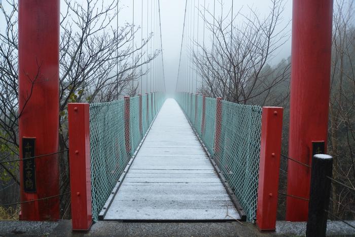 雪の吊り橋-2
