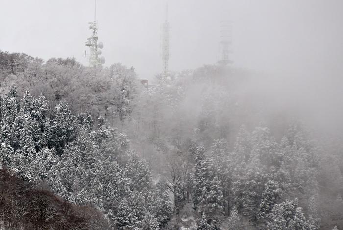 雪降る山-3