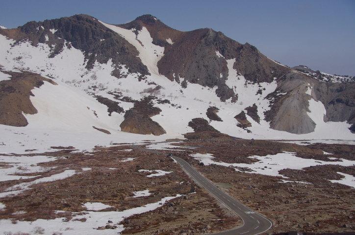 雪解けの進んだ涅槃坂付近