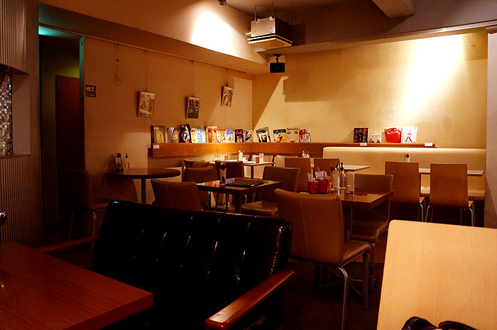 13-6-26-cafe-03.jpg
