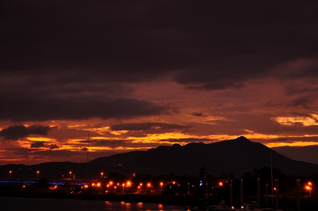 百齡橋河川公園の夕暮れ(2)