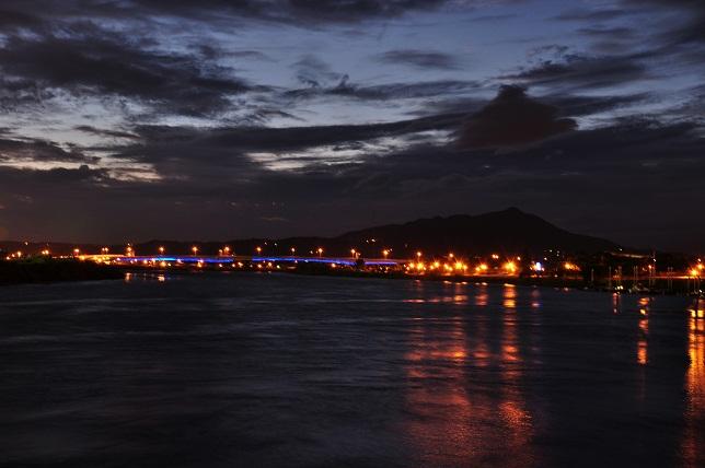 日没後の河川公園(2)