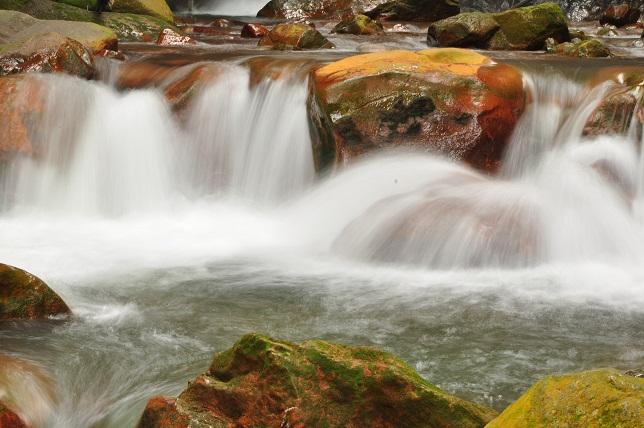 赤い渓流(1)