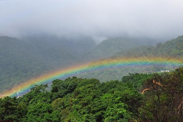 山と虹(1)