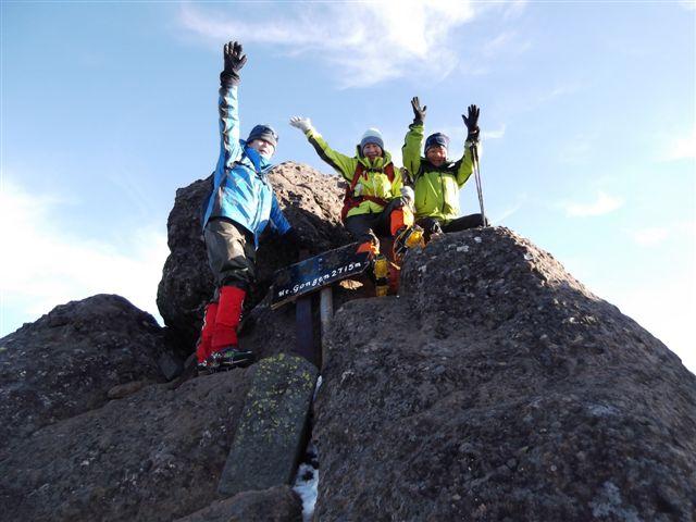 12、権現岳山頂に到着