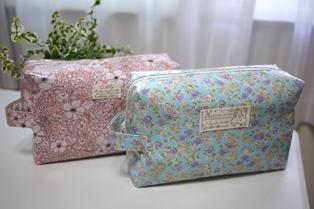 オムツポーチ ピンク花柄と水色花柄 110917