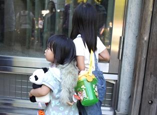 上野動物園 ぬいぐるみ抱っこ110918