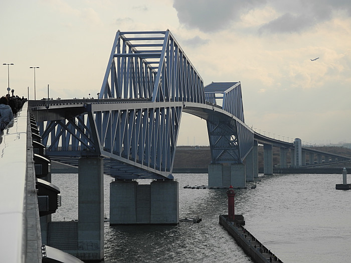 橋の向こうは羽田空港