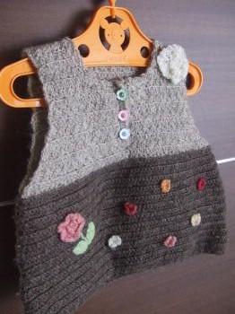 初めての子供服 編み物ベスト(前)