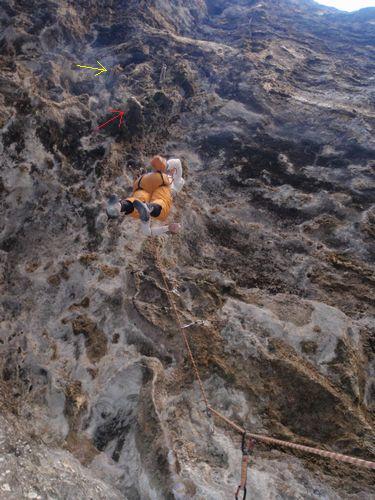 ロックショー(5.12b)を登るペコマ