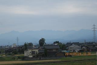 山が蒼く見える