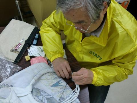 バッグを手縫いで修理です!