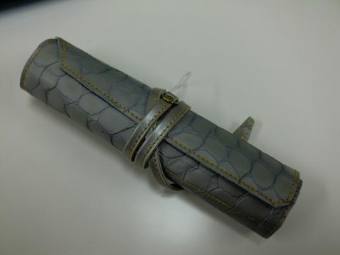 日本製牛革製くるくる巻きペンケース
