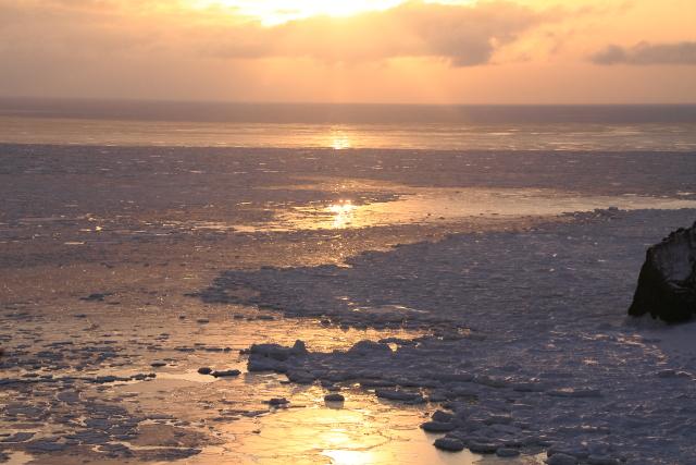 029朝日と流氷のコラボ