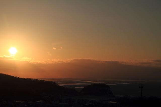 250雲に隠れる寸前の太陽