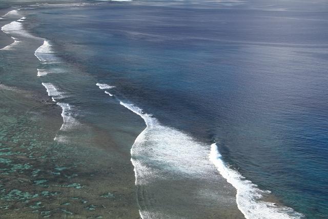 195青く透明な海