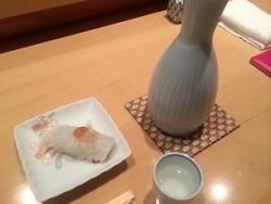やっぱりお寿司には日本酒ですな♪