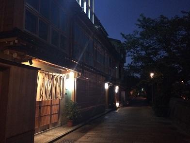 夜の茶屋街