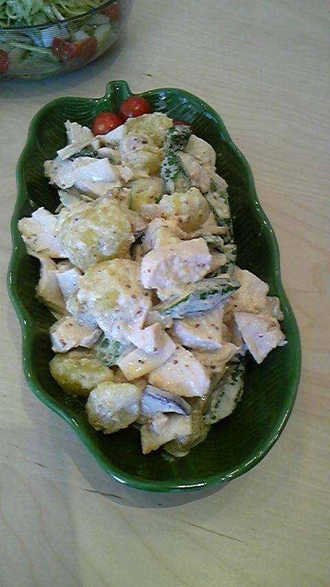 蒸鶏とじゃがいも・エリンギ・オクラのサラダ