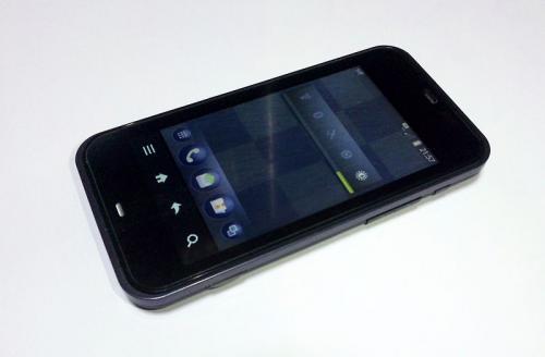 800px-SHARP_IS03_convert_20111224011809.jpg
