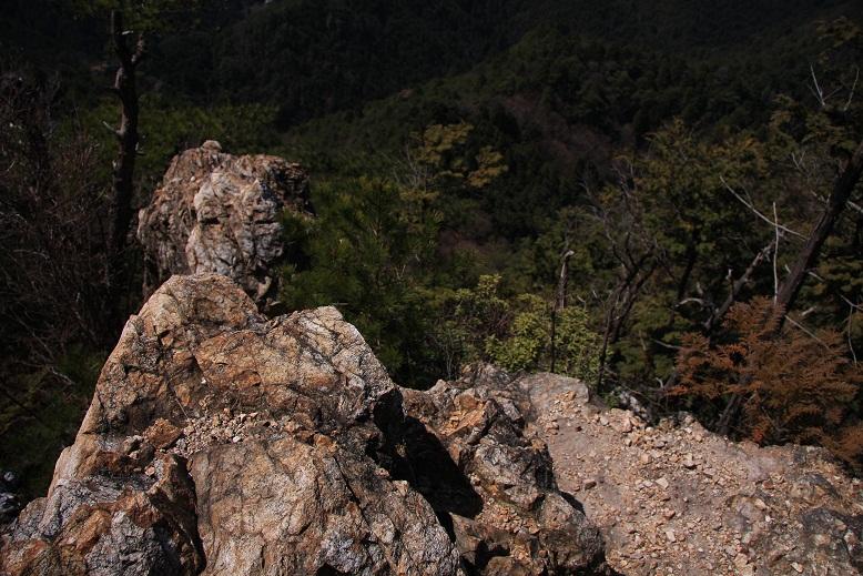 タツガ岩、1