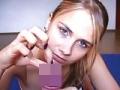 金髪美女による芸術的な手コキに見とれる