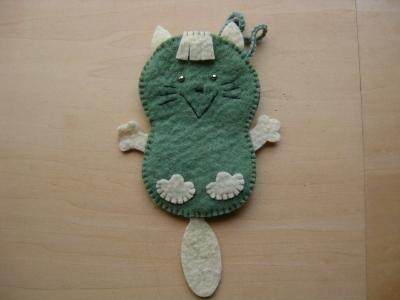 グリーン猫一匹