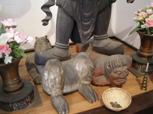 清水寺・市宝の四天王鬼踏みつけ像 平安時代初期作。
