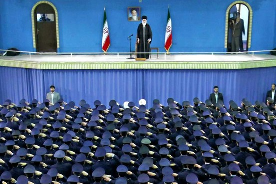 イラン最高指導者とイラン空軍司令官