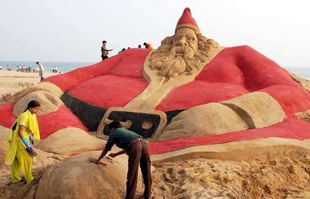 christmas_santa_sand_sculpture_puri_india.jpg