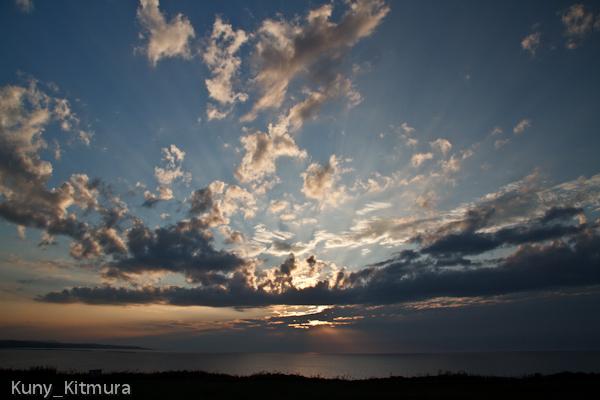 太陽は雲を集め