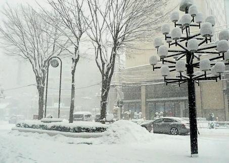 カワトク前雪景色