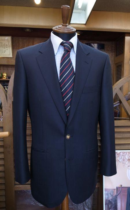 紺無地のスーツの上衣を釦を付け替えてブレザーにする
