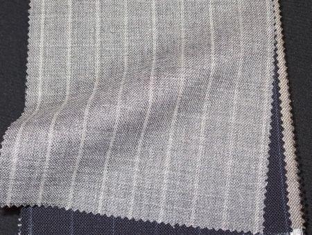 ウール81%キッドモヘア19%の葛利毛織DOMINXのフレスコ でオーダースーツを