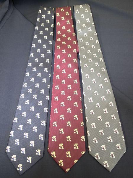 クマのネクタイです