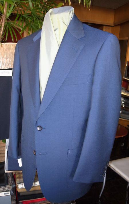 青空の色のオーダースーツ
