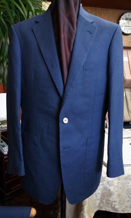 スペンスブライスンの紺色のリネンスーツ