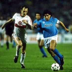 napoli_uefa_1989_stuttgart_maradona.jpg