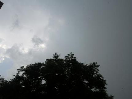 空は真っ黒