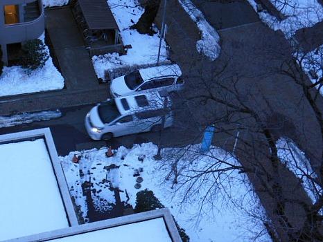 雪残る街路