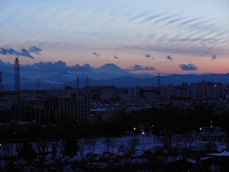 雪の向こうの富士