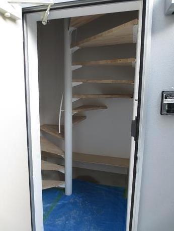 立川アパートNo2入口階段2